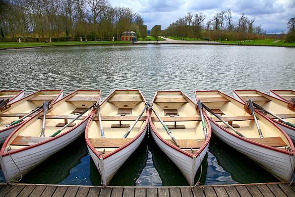 Fotografía del Gran Canal y de los botes de remos en los Jardines de Versalles