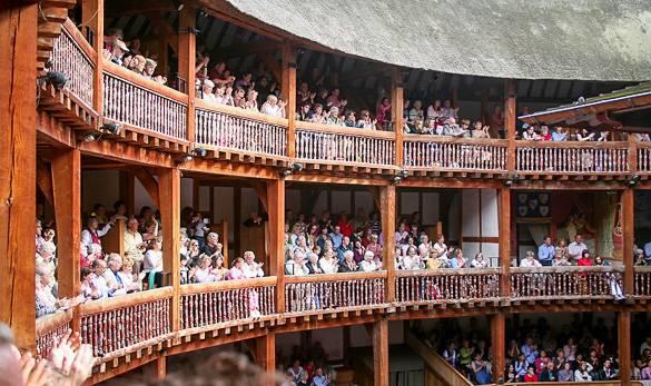 Fotografía del teatro Globe Theatre de Londres en la temporada de verano