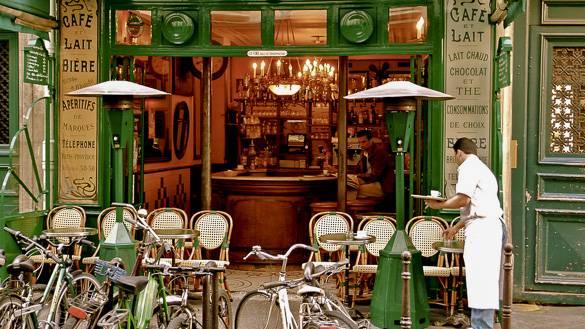 Fotografía de una cafetería parisina en Le Marais
