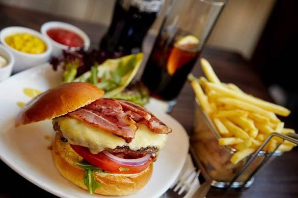 Fotografía de una hamburguesa en el Haché, en Camden en Londres