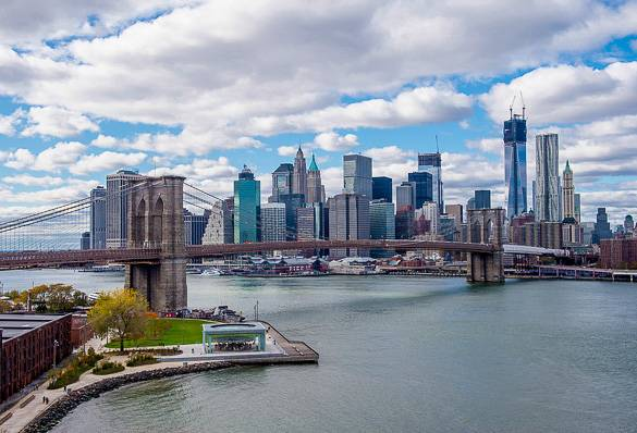 Vista de el puente de Brooklyn y Lower Manhattan