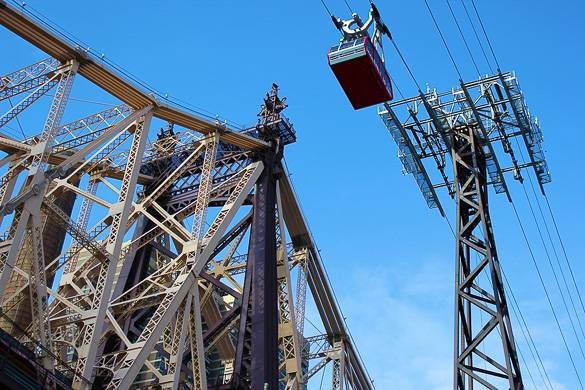 Fotografía del teleférico de Roosevelt Island y el puente Queensboro