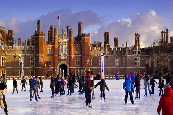 Imagen de la pista de patinaje sobre hielo del Hampton Court Palace cerca de Londres
