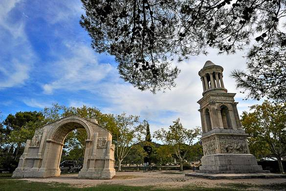 Imagen de Glanum, un antiguo yacimiento romano cerca de Saint-Rémy-de-Provence
