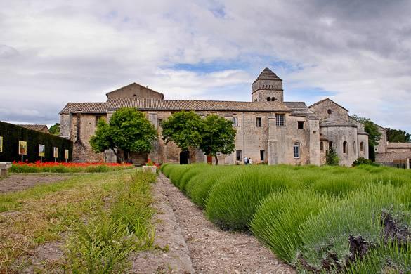 Imagen del monasterio Saint-Paul-de-Mausole famoso por Van Gogh