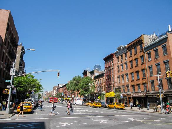 Fotografía de una calle de East Village, Manhattan.