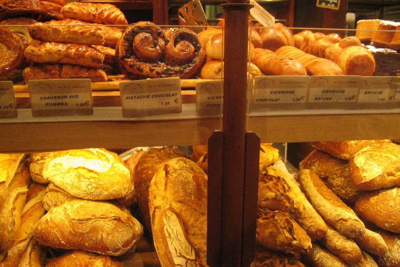 Foto de pan y pasteles en la panadería de París Le Grenier à Pain. Foto: Frédérique Panassac