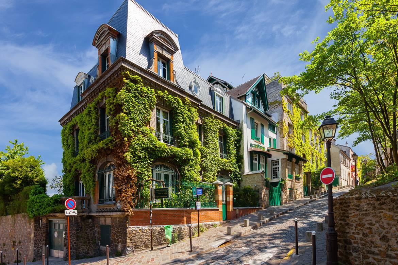 Foto de una hilera de casas de París.
