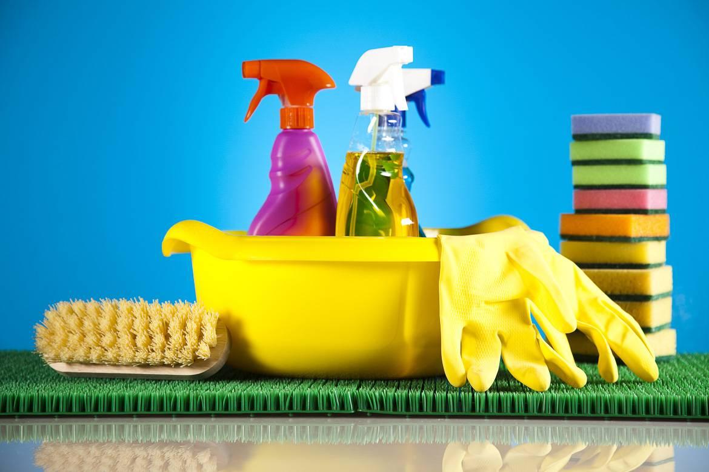 Dejar algunos utensilios de limpieza ayuda a los inquilinos a mantenerlo todo limpio