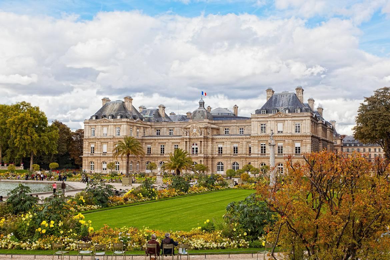 Imagen del Palacio del Luxemburgo en el Jardín de Luxembourg