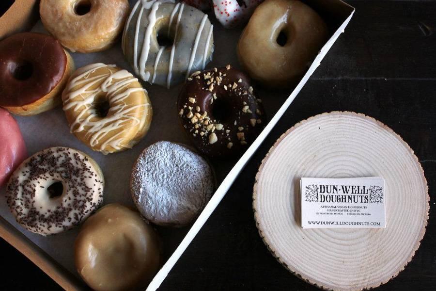 Imagen de los principales pasteles de Dunwell Doughnut