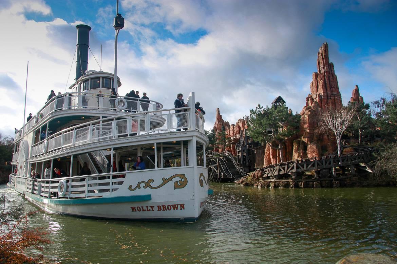 Vaya a Disneyland París con los niños en invierno.