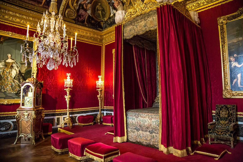 El dormitorio real en el palacio de Versalles.