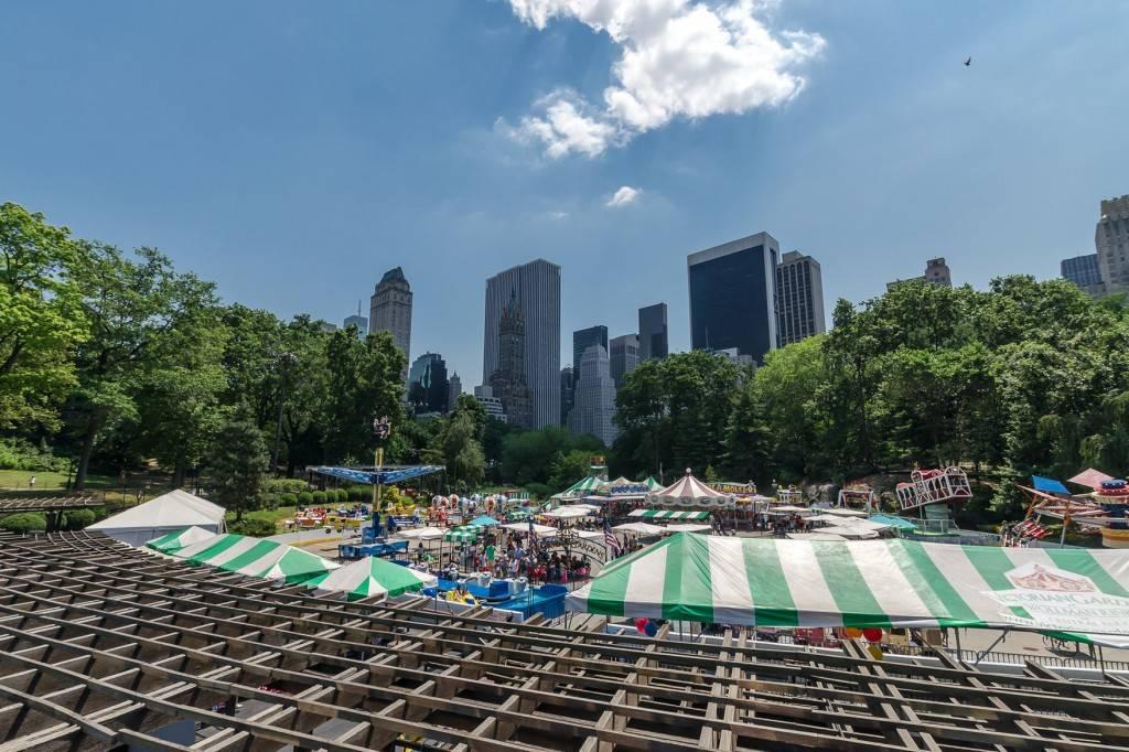 Imagen de un parque de atracciones situado en Central Park