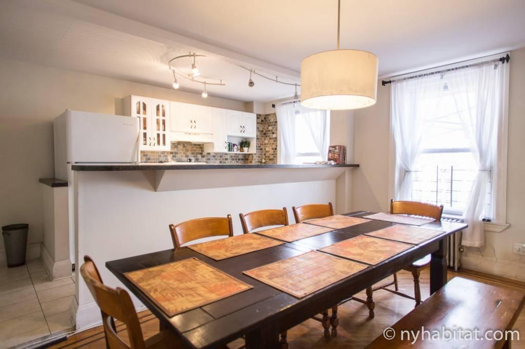 Imagen de la mesa de comedor del apartamento NY-14590
