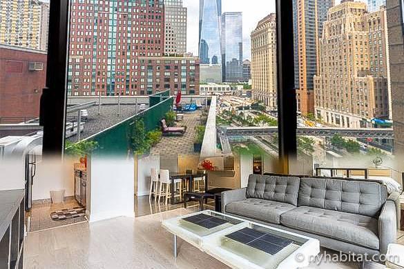 Collage del salón del apartamento NY-12699 y vista de la Freedom Tower desde la ventana