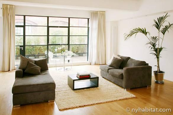 Fotografía del salón del apartamento tipo loft amueblado LN-247