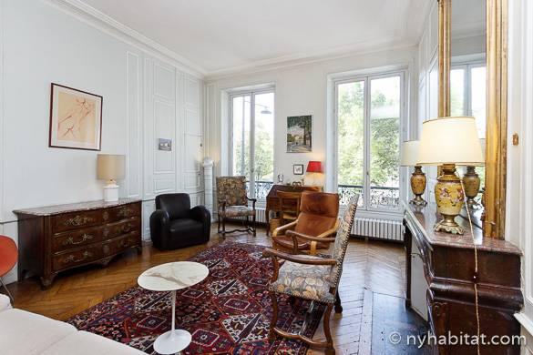 Imagen de la sala del apartamento amueblado de tres dormitorios PA-4461