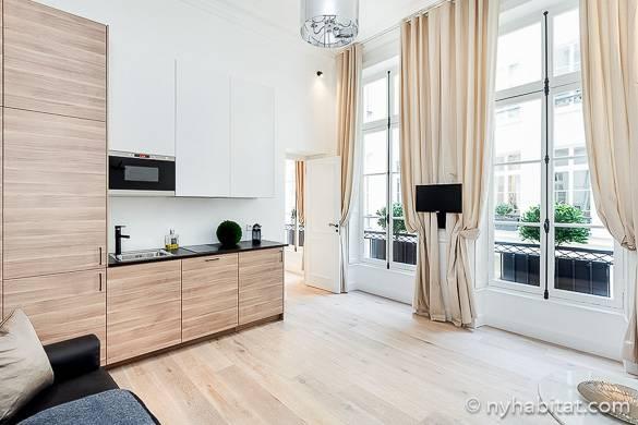 Imagen de la cocina y de la sala del piso amueblado PA-4493