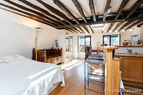 Imágenes de la cama, la cocina y el comedor del apartamento estudio PA-2590