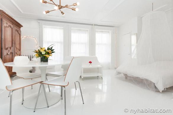 Vistas del apartamento estudio NY-15709, una vivienda completamente blanca