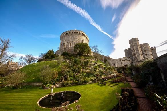 Primer plano de los jardines y el estanque del Castillo de Windsor