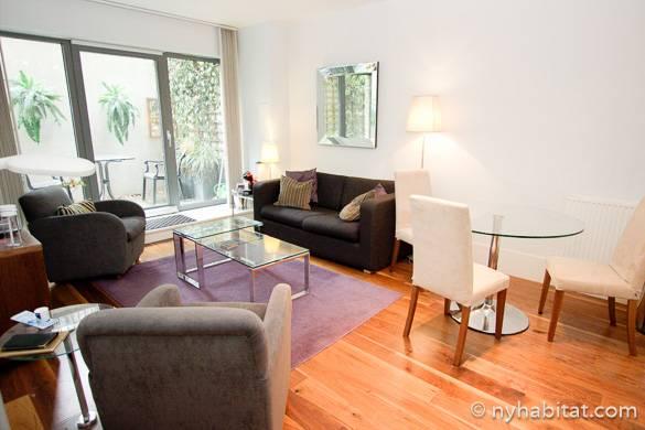 Imagen de la sala de estar del apartamento LN-1240, que comunica con la terraza