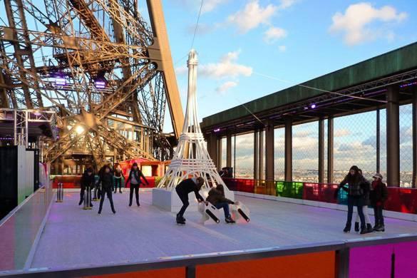 Imagen de la pista de hielo en la Torre Eiffel.