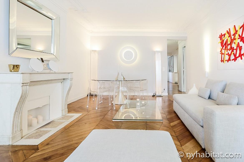 Imagen del apartamento PA-4726 con luces contemporáneas y una chimenea decorativa