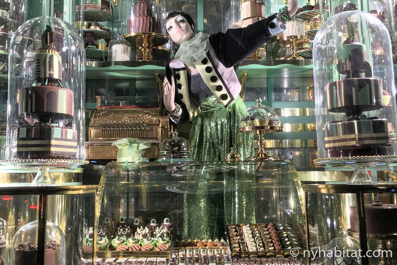Imagen del escaparate de Bergdorf Goodman de 2018 ambientado en los dulces.
