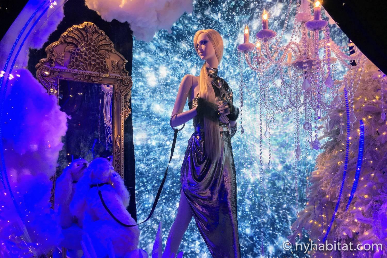 Imagen del escaparate navideño de Saks Fifth Avenue de 2018 ambientado en Broadway.