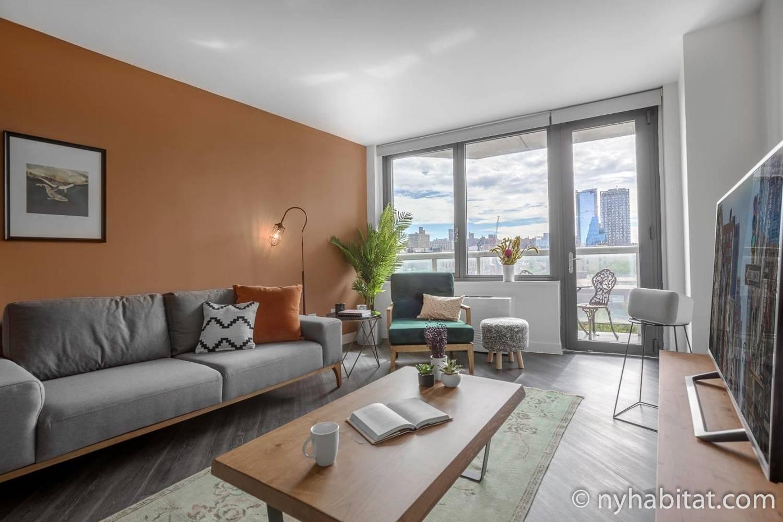 Imagen de la sala de estar del NY-17720 con un sofá, una mesita de café y un sillón.