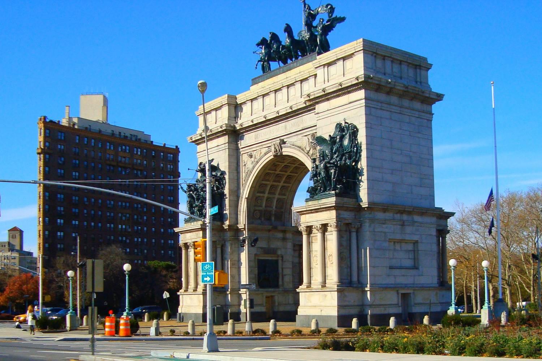Imagen de día de Grand Army Plaza en el Parque Prospect.