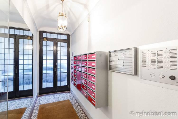 Imagen de la entrada del edificio de apartamentos de París en Ternes, alquiler PA-4457.